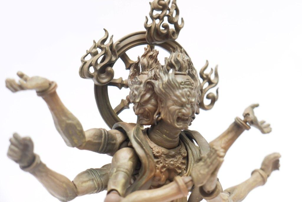 Raffigurazione moderna di un demone Asura