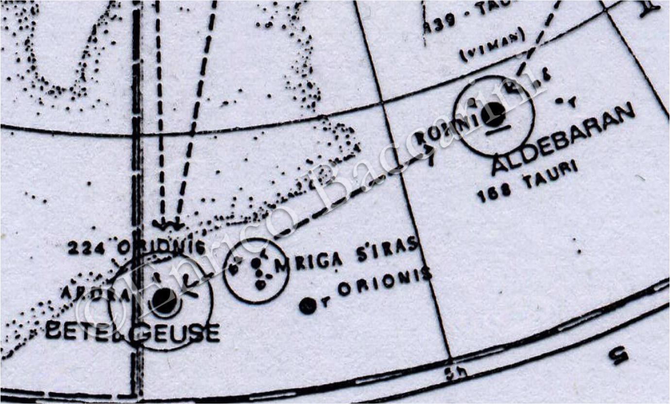 Dettaglio della Carta. A destra si osserva la scritta 'Ardra' mentre al centro il gruppo di stelle identificato come Mriga S'iras. Le linee tratteggiate corrispondono alle rotte dei Vimana nello spazio. (©Enrico Baccarini)